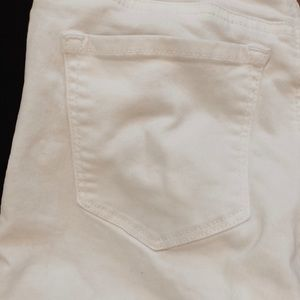 LOFT Jeans - 🍍LOFT Ann Taylor raw hem straight white jeans
